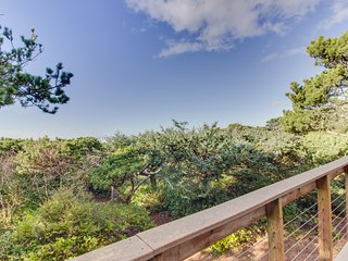 Oceanfront, dog-friendly house w/ ocean views & private trail to the beach!