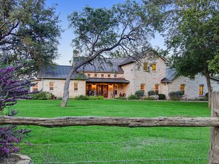 Beautiful luxury wine country riverfront house on the Pedernales - dog-friendly!
