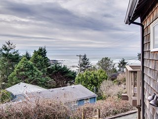 Delightful home w/ ocean view & private hot tub - just three blocks to beach