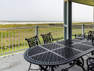 Dog friendly, oceanside condo next to beach with shared pools/hot tub!