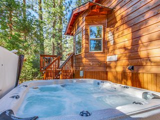 Quiet and cozy cabin w/ hot tub. Close to golf and skiing!