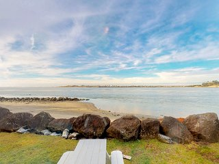 Dog-friendly bayfront cottage in town w/incredible views, close to shops & beach