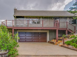 Spacious mountain home w/ deck & gorgeous views!
