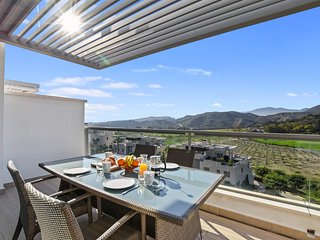 STUNNING 2 BED PENTHOUSE APT IN AVALON, LOS ARQUEROS, MARBELLA