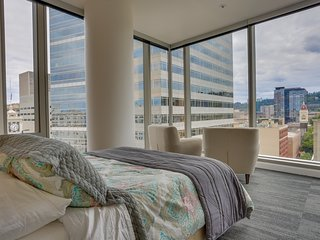 Upscale condo w/ gorgeous city views & prime downtown location! Dogs ok!