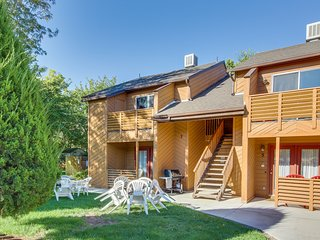 Lovely backyard, great location, and a shared hot tub await!