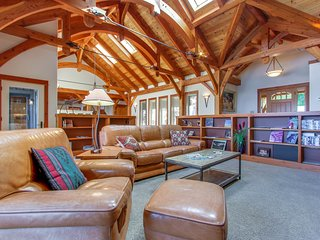 Beautiful lakefront lodge w/ views, private beach access, & large deck!