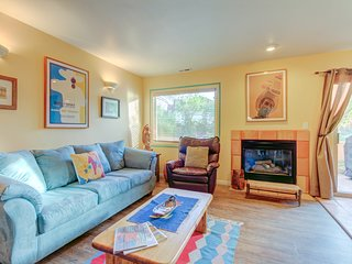 Condo surrounded by red rock natural beauty w/ shared seasonal pool access!