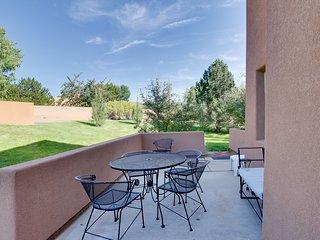 Enjoy beautiful red-rock vistas, a seasonal pool, & more!