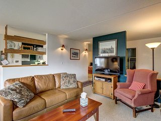 Mountain condo with three shared pools, hot tub, tennis courts, game room, & gym