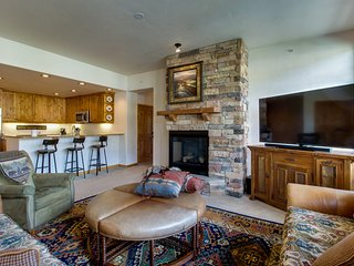 Luxury lakefront condo w/ mountain views, jetted tub, & 2 shared hot tubs