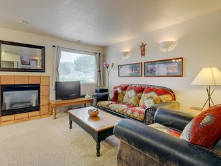 Red rock condo with patio & access to shared pool, golf, and more!