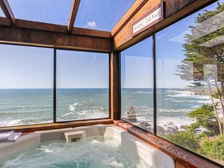 Oceanfront w/ incredible views, decks & a hot tub - close to town, 1 dog OK!