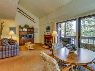 Studio loft with shared pool, hot tub, and sauna near Canyon Lodge Gondola!