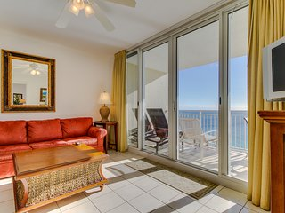 Waterfront w/ views, shared pools/hot tub/gym - walk to beach, snowbirds welcome