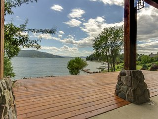 Spacious lakefront home w/ 200 ft of lake frontage & great views