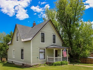 Updated Victorian w/ deck, porch & yard - close to the river, trails & downtown!