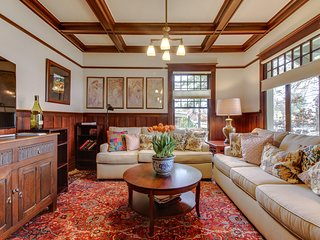 Stunning and historic Craftsman home in the heart of Oregon Wine Country!