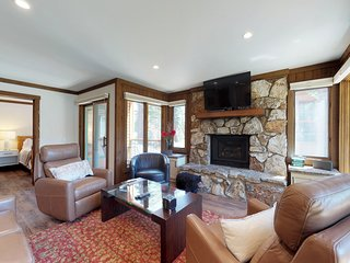 Rustic condo near Canyon Lodge w/ fireplace & shared pool/hot tub