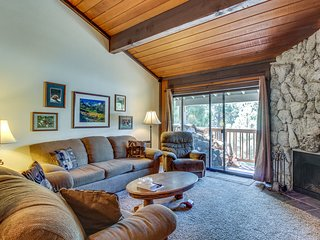 Condo with magnificent views, two shared pools, hot tubs, sauna & more