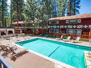 Cozy condo w/ shared pool & hot tub - easy access to lake, walk to slopes!