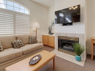 Welcoming condo only a short distance from beach w/ shared hot tub!