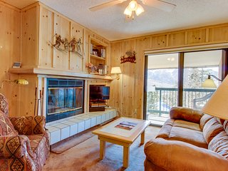 Family-friendly 3rd floor mountain condo w/ views - walk to the slopes!