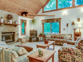 Dog-friendly cabin in the woods with hot tub, furnished deck, & pool table