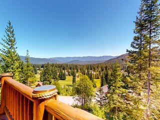 Custom log home with panoramic views, onsite golf and central location!