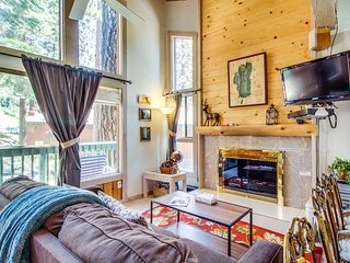 Slopeside alpine  condo with shared hot tub , at the base of Heavenly lodge