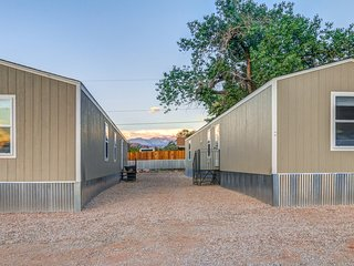 New, simple home w/ shared grilling area & red rock views - near downtown!