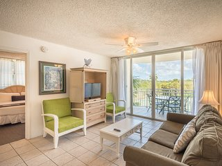 Resort condo w/ private parking, shared pool, hot tub - dog OK! Family Friendly!
