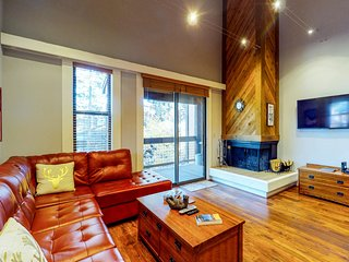 Beautiful, dog-friendly condo w/ shared pool & hot tub - walk to the slopes
