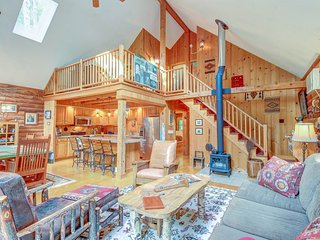 High-end, multi-level family cabin with a deck and grill, full comforts of home
