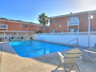 Spacious family friendly condo w/ indoor & outdoor pools, plus more! 1 dog ok!