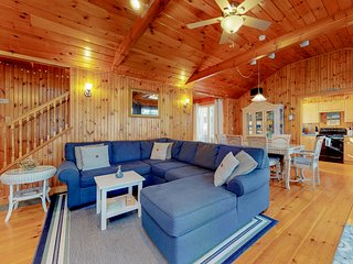 Rustic home w/ wood stove & private patio - 3 blocks to Footbridge Beach!