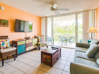 Family friendly condo w/ shared pool, hot tub, & complimentary shuttle! Dogs ok!