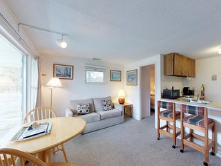 Cozy seaside escape with onsite tennis, communal pool, and prime location