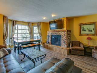 Newly updated townhome w/ panoramic views of ski slopes - walk to gondola!