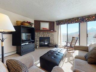 Modern condo with mountain views, shared hot tub, sauna & pool, hiking & skiing!