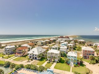 Charming water-view condo w/ a shared pool, tennis, & nearby beach access