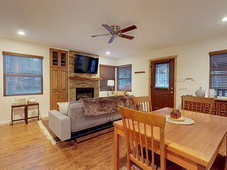 Mountain view, family-friendly cabin near hiking, sledding, and the slopes!