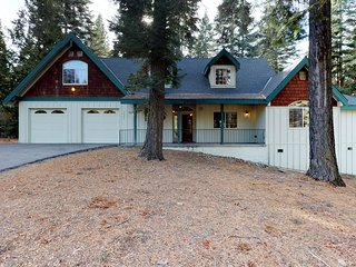 Spacious, custom home w/ jetted tub on large corner wooded lot - near the lake!