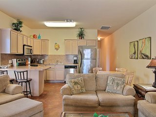 Lovely townhome near the shore - access to shared pool and grill area