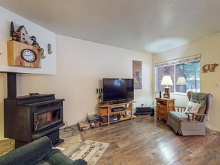 Cozy family condo w/easy access to skiing, lakeside adventures, & attractions