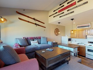 Ski-in/ski-out Sunday River condo w/ shared pool, hot tub, & sauna