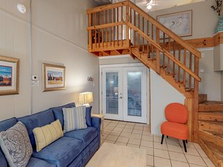 Dog-friendly Anchor Resort condo w/ indoor & outdoor pools, near the water!