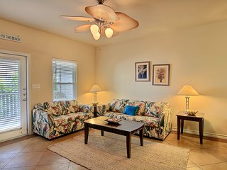 Palm Bay condo w/shared pool, 5 blocks to the beach, near waterpark- dogs ok!