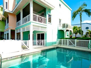 Gulfview, dog-friendly condo w/ shared pool - across street from the beach!