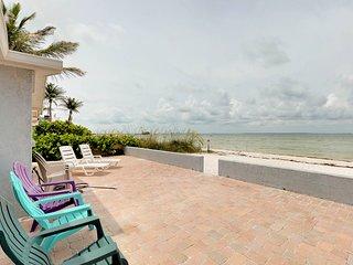 Bayfront home w/ stunning patio & private white sand beach - walk everywhere!